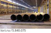 Купить «Большие трубы на складе завода», видеоролик № 5840075, снято 24 апреля 2014 г. (c) Кекяляйнен Андрей / Фотобанк Лори