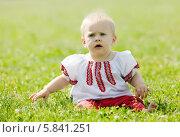 Купить «Ребенок в народной одежде», фото № 5841251, снято 15 июня 2013 г. (c) Яков Филимонов / Фотобанк Лори