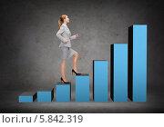 Купить «Уверенная бизнесвумен шагает вверх по лестнице-графику», фото № 5842319, снято 15 июля 2019 г. (c) Syda Productions / Фотобанк Лори