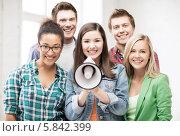 Купить «Группа студентов с мегафоном в аудитории», фото № 5842399, снято 16 июня 2013 г. (c) Syda Productions / Фотобанк Лори