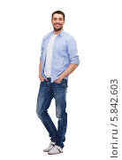 Купить «Молодой мужчина в рубашке и джинсах стоит в полный рос, засунув руки в карманы джинсов», фото № 5842603, снято 15 марта 2014 г. (c) Syda Productions / Фотобанк Лори