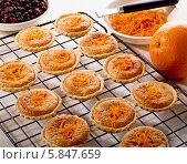 Купить «апельсиновые кексы», фото № 5847659, снято 18 сентября 2012 г. (c) Food And Drink Photos / Фотобанк Лори