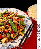 Купить «говядина с перцем, кукурузой и кешью», фото № 5847687, снято 28 сентября 2012 г. (c) Food And Drink Photos / Фотобанк Лори