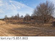 Купить «Разруха в деревне», фото № 5851803, снято 28 апреля 2014 г. (c) Николай Мухорин / Фотобанк Лори