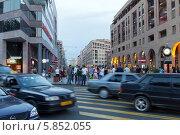 Купить «Пешеходный переход на пересечении Северного проспекта и улицы Туманяна в Ереване. Армения», фото № 5852055, снято 4 июля 2013 г. (c) Евгений Ткачёв / Фотобанк Лори