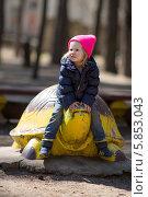 Девочка на черепахе. Стоковое фото, фотограф Евгений Андреев / Фотобанк Лори