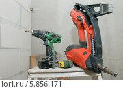 Купить «Инструменты. Шуруповерт, строительно-монтажный пистолет, рулетка измерительная», фото № 5856171, снято 10 июля 2013 г. (c) Pukhov K / Фотобанк Лори