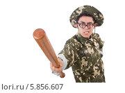 Купить «Солдат с бейсбольной битой на белом фоне», фото № 5856607, снято 10 января 2014 г. (c) Elnur / Фотобанк Лори