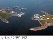 Купить «Санкт-Петербург. Судопропускное сооружение С-1 на дамбе в Финском заливе.», фото № 5861963, снято 27 апреля 2014 г. (c) Александр Тарасенков / Фотобанк Лори