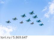 Купить «Репетиция авиационной части парада в честь Дня Победы над Красной площадью в Москве. Тактическое авиационное крыло в составе 10 самолетов Су-34, Су-27 и МиГ-29», фото № 5869647, снято 3 мая 2014 г. (c) Владимир Сергеев / Фотобанк Лори
