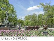 Памятник Сергею Есенину на Тверском бульваре весной, эксклюзивное фото № 5870603, снято 2 мая 2014 г. (c) Виктор Тараканов / Фотобанк Лори