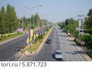 Купить «Вид на автотрассу Бангкок - Хуа Хин. Таиланд», фото № 5871723, снято 3 января 2014 г. (c) Виктор Карасев / Фотобанк Лори