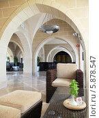 Купить «Интерьер отеля: вестибюль», фото № 5878547, снято 24 октября 2013 г. (c) SummeRain / Фотобанк Лори