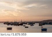 Рыбацкие лодки в порту деревни Муйне на закате (2014 год). Редакционное фото, фотограф Екатерина Радомская / Фотобанк Лори