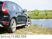 Купить «Автомобиль на берегу реки», фото № 5882059, снято 26 апреля 2014 г. (c) Дмитрий Калиновский / Фотобанк Лори