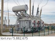 Трансформатор электрического тока на электрической подстанции. Стоковое фото, фотограф Михаил Бессмертный / Фотобанк Лори