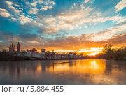 Купить «Закат у стен монастыря», фото № 5884455, снято 23 ноября 2013 г. (c) Алексей Мельников / Фотобанк Лори