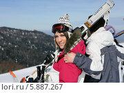 Купить «пара на горнолыжном курорте», фото № 5887267, снято 17 февраля 2009 г. (c) Phovoir Images / Фотобанк Лори