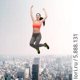 Купить «Энергичная веселая девушка прыгает, подняв руки вверх», фото № 5888131, снято 1 апреля 2014 г. (c) Syda Productions / Фотобанк Лори