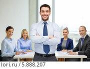 Купить «Молодой бизнесмен в офисе стоит, скрестив руки», фото № 5888207, снято 15 марта 2014 г. (c) Syda Productions / Фотобанк Лори
