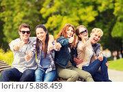 """Купить «Группа энергичных молодых людей показывает жест """"все отлично""""», фото № 5888459, снято 15 сентября 2013 г. (c) Syda Productions / Фотобанк Лори"""