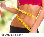Купить «Красивая спортивная женская фигура с измерительной лентой», фото № 5888567, снято 23 марта 2013 г. (c) Syda Productions / Фотобанк Лори
