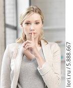 Купить «Девушка приложила указательный палец к губам», фото № 5888667, снято 17 июня 2012 г. (c) Syda Productions / Фотобанк Лори