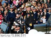 Купить «Командующий Черноморским флотом ВМФ Российский Федерации, адмирал  Витко Александр Викторович принимает парад в честь Дня Победы в городе-герое Севастополе, Россия», фото № 5896511, снято 6 мая 2014 г. (c) Николай Винокуров / Фотобанк Лори