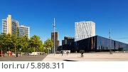 Купить «Современные здания и музей Museu Blau в Барселоне», фото № 5898311, снято 3 мая 2014 г. (c) Яков Филимонов / Фотобанк Лори
