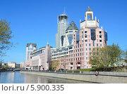 Купить «Москва, бизнес-центр на Шлюзовой набережной, отель Swissotel Redhill», фото № 5900335, снято 26 апреля 2014 г. (c) Овчинникова Ирина / Фотобанк Лори