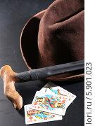 Шляпа, трость, карты (2013 год). Редакционное фото, фотограф Андрей Кротов / Фотобанк Лори