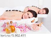 Купить «довольная пара в спа-салоне», фото № 5902411, снято 15 декабря 2013 г. (c) Андрей Попов / Фотобанк Лори