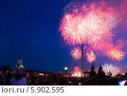 Купить «Праздничный салют 9 мая 2014 на Поклонной горе», фото № 5902595, снято 9 мая 2014 г. (c) Valeriy Lukyanov / Фотобанк Лори
