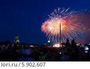 Купить «Праздничный салют 9 мая 2014 на Поклонной горе», фото № 5902607, снято 9 мая 2014 г. (c) Valeriy Lukyanov / Фотобанк Лори