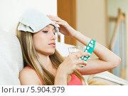 Купить «Девушка страдает от головной боли, принимая таблетки», фото № 5904979, снято 21 апреля 2014 г. (c) Яков Филимонов / Фотобанк Лори