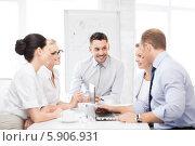 Купить «Деловые переговоры сплоченной бизнес-команды в офисе», фото № 5906931, снято 9 июня 2013 г. (c) Syda Productions / Фотобанк Лори