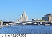 Купить «Большой Краснохолмский мост в Москве», фото № 5907503, снято 26 апреля 2014 г. (c) Овчинникова Ирина / Фотобанк Лори