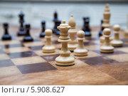 Купить «Фигуры на шахматной доске», фото № 5908627, снято 16 мая 2014 г. (c) Момотюк Сергей / Фотобанк Лори