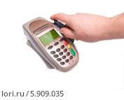 Купить «Оплата покупки через торговый терминал», фото № 5909035, снято 29 января 2014 г. (c) Евгений Ткачёв / Фотобанк Лори