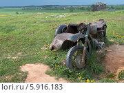 Старый ржавый мотоцикл с коляской. Стоковое фото, фотограф Павел Паладьев / Фотобанк Лори