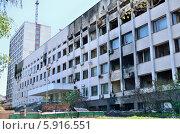 Купить «Мариуполь. Здание Городского совета после пожара 9 мая 2014 года», фото № 5916551, снято 17 мая 2014 г. (c) Евгений Струков / Фотобанк Лори