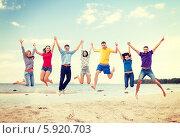 Купить «Радостные друзья одновременно прыгают, взявшись за руки», фото № 5920703, снято 31 августа 2013 г. (c) Syda Productions / Фотобанк Лори