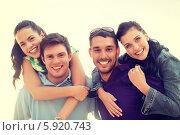 Купить «Компания веселых молодых друзей», фото № 5920743, снято 31 августа 2013 г. (c) Syda Productions / Фотобанк Лори