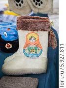 Купить «Валенки. Суздальский сувенир», фото № 5927811, снято 1 марта 2014 г. (c) Gagara / Фотобанк Лори