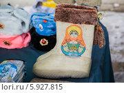 Купить «Валенки. Суздальский сувенир», эксклюзивное фото № 5927815, снято 1 марта 2014 г. (c) Gagara / Фотобанк Лори