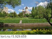 Купить «Церковь Серафима Саровского в Раево, Медведково, Москва», эксклюзивное фото № 5929659, снято 15 мая 2014 г. (c) lana1501 / Фотобанк Лори