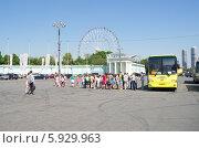 Купить «Москва. Детская экскурсия на ВВЦ (ВДНХ)», эксклюзивное фото № 5929963, снято 20 мая 2014 г. (c) Елена Коромыслова / Фотобанк Лори