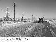 Купить «Зимний пейзаж на месторождении нефти в Западной Сибири. Строительство высоковольтной воздушной линии электрических передач», эксклюзивное фото № 5934467, снято 27 ноября 2012 г. (c) Валерий Акулич / Фотобанк Лори