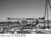 Купить «Индустриальный пейзаж. Зима. Строительство высоковольтной воздушной линии электропередач на месторождении в Западной Сибири. Сваебой Т130-МГ», эксклюзивное фото № 5934475, снято 27 ноября 2012 г. (c) Валерий Акулич / Фотобанк Лори