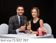 Купить «Романтический вечер в ресторане. Счастливая молодая пара с бокалом шампанского», фото № 5937767, снято 9 марта 2014 г. (c) Syda Productions / Фотобанк Лори